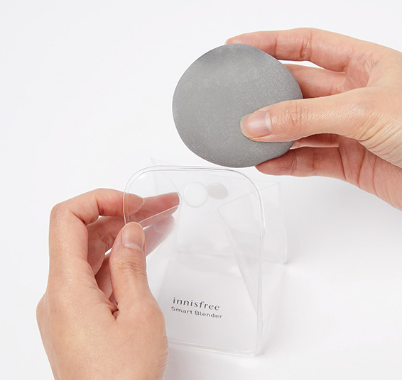 이니스프리-스마트 블렌더 [말랑촉촉/쫀쫀매끈]-99% 항균력 소재와 전용 파우치로 깔끔한 사용