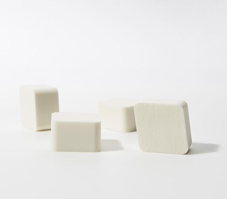 이니스프리-뷰티툴 다이아몬드 스펀지 4P-쫀쫀하고 탄력 있는 메이크업을 완성해주는 다이아몬드 모양 스펀지