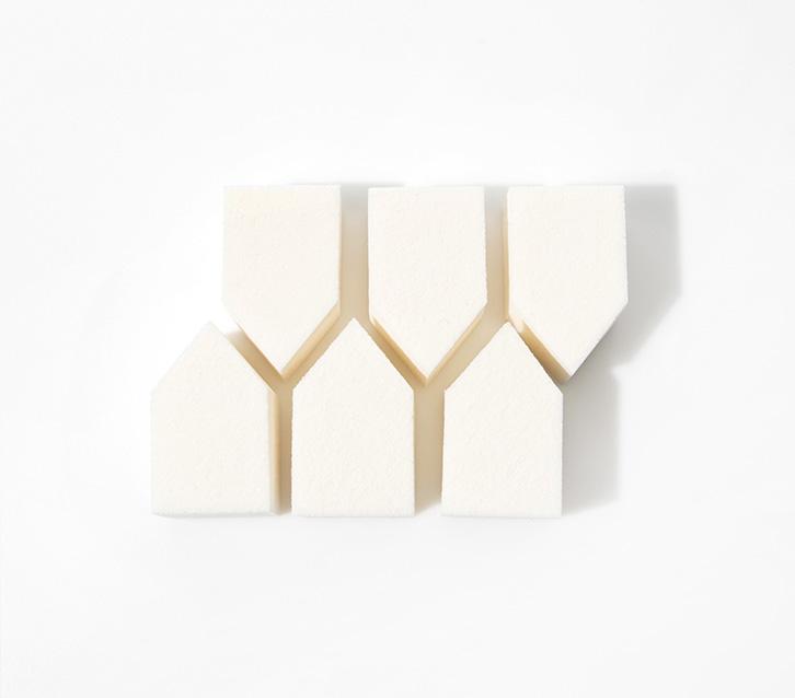 이니스프리-하우스 스펀지-쫀쫀하고 탄력 있는 메이크업을 완성해주는 하우스 모양 스펀지