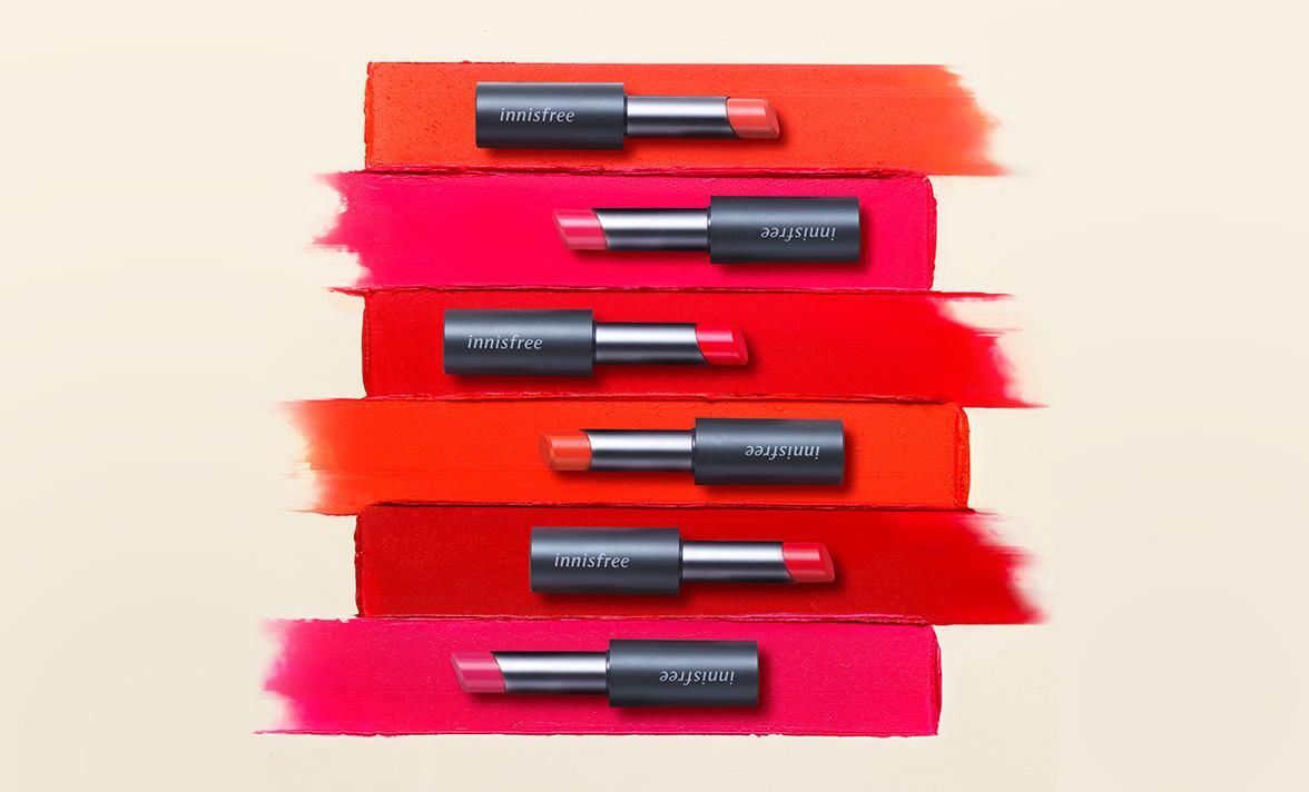 이니스프리-리얼핏 매트 립스틱-부드럽게 밀착되는 벨벳 텍스처로 선명한 컬러감을 연출해주는 매트 립스틱