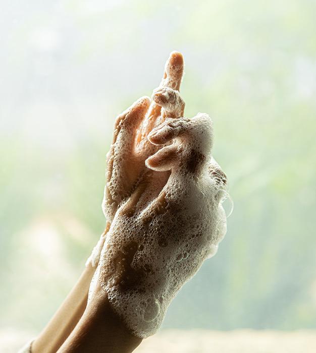 이니스프리-리스테이 임브레이싱 핸드워시-녹차 에센스로 손끝까지 감싸 안는 보드라운 촉촉함