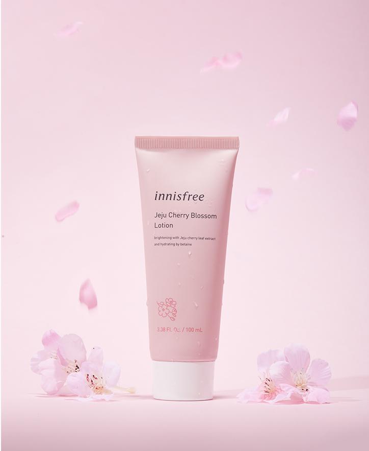 이니스프리 - 제주 왕벚꽃 로션 100mL - 건조하고 칙칙한 피부에 풍부한 수분을 전달하여 촉촉하고 생기 있는 피부로 가꿔주는 로션