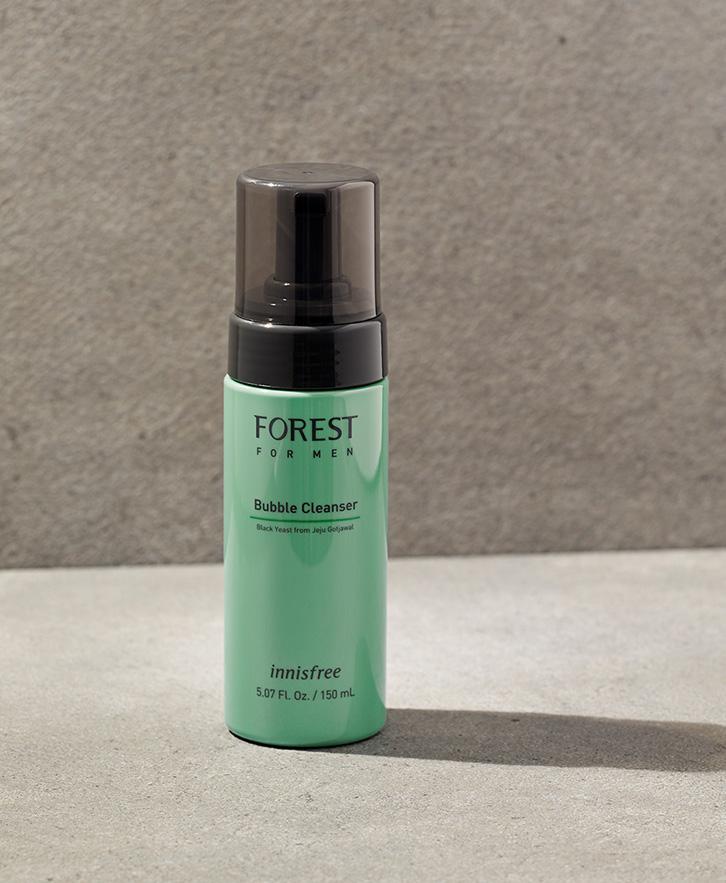 이니스프리-포레스트 포맨 버블 클렌저-숲에서 찾은 피부 보호막 성분 블랙이스트를 함유하고, 약산성 포뮬러로 마일드하게 각질과 노폐물을 제거해주는 버블 클렌저