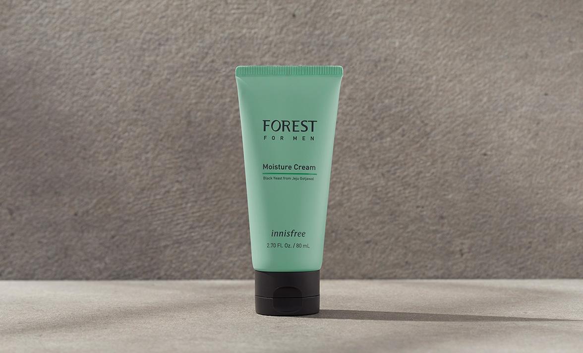 이니스프리-포레스트 포맨 모이스처 크림-숲에서 찾은 피부 보호막 성분 블랙이스트를 함유하고, 건조한 피부에 부드러운 보습막을 씌워주는 촉촉한 크림