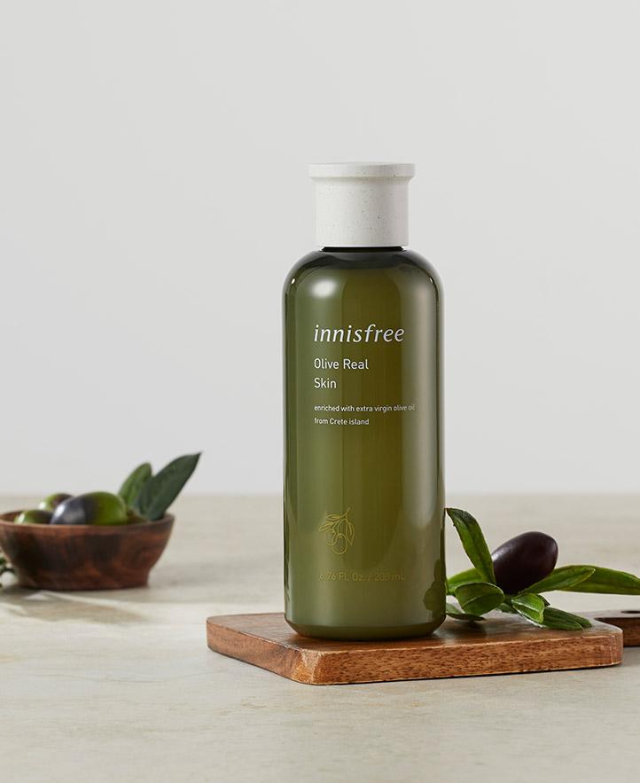 이니스프리 - 올리브 리얼 스킨 200mL - olive power activator (토코페롤, 비타민 E, 올레인산)가 건조한 피부에 강력한 보습 효과를 선사해 피부 유연성을 높이고 촉촉한 보습막을 만들어주는 고보습 스킨