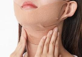 목 피부의 탄력을 강화하여 정돈된 느낌입니다.